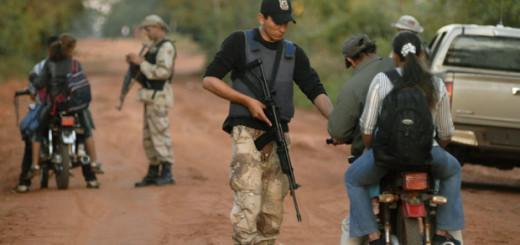 Policías y militares procedieron a la detención.