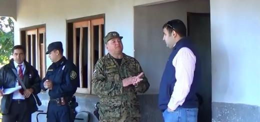 El fiscal Joel Cazal, conversa con el Director de la Segunda Zona Policial, Crio. Gerardo Sosa