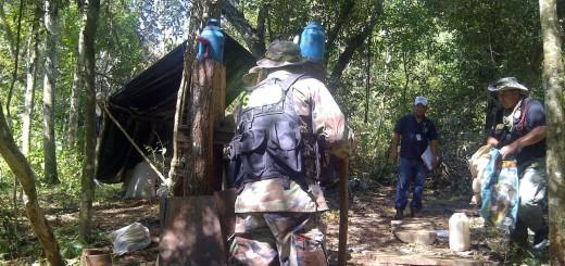 En el momento del procedimiento, los agentes no encontraron a ningún responsable de los campamentos