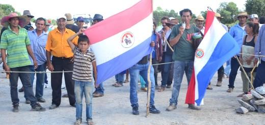 Los niños acompañaron a sus padres en defensa de sus tierras.