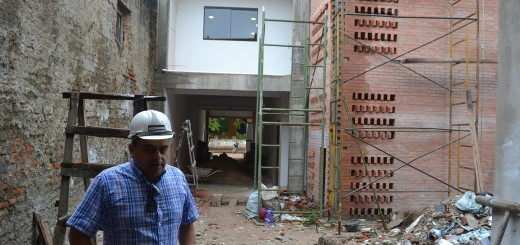 Las construcciones avanzan a medias, otras paran