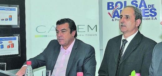 Presentación. Jair De Lima (Frigorífico Concepción) y Rodrigo Callizo, presidente de la Bolsa de Valores de Asunción.