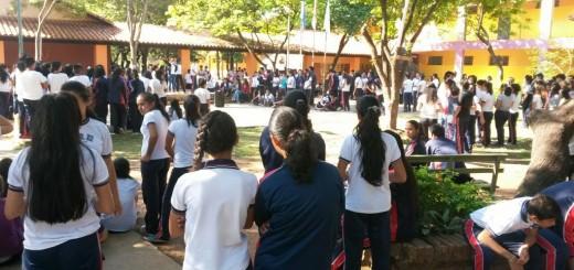 Alumnos del CREC inician medida de fuerza