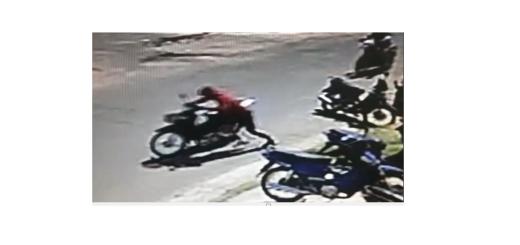 Momento en el que se lleva la moto