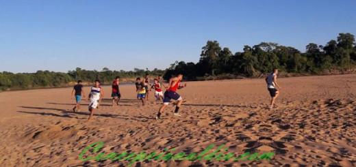 Jugadores realizando intensos trabajos físicos