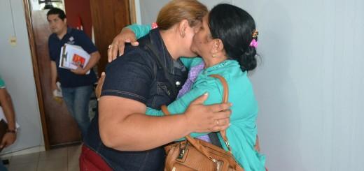 Gesto de reconciliación entre madre y nuera