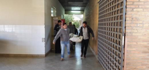 El cuerpo es retirado de la morgue del Hospital Regional de Concepción