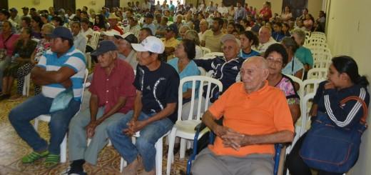 Hasta los abuelitos no quedan tranquilos de los activistas políticos.