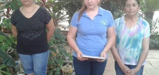 Dirigido al EPP. La hija de don Félix, Liliana Urbieta (c), su madre (d) y otro familiar piden prueba de vida del ganadero.