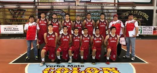 Plantel de Concepción U18, que debutó con triunfo