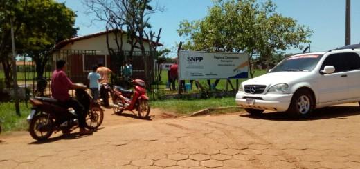Vecinos en busca de agua potable