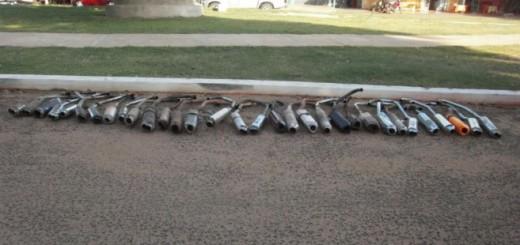 La Municipalidad de Yby Yau procedió a la destrucción de roncadores de motocicletas. Foto: Juan Escobar.