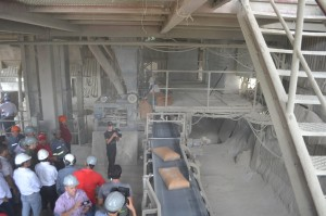 Visita. Mario Abdo Benítez visitó la planta de Vallemí días atrás y escuchó las quejas de los comerciantes de la zona.