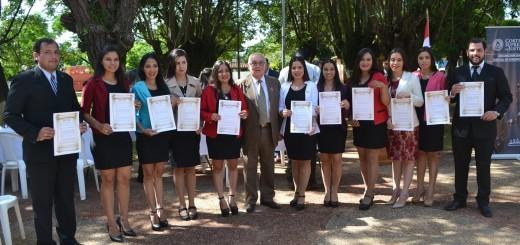 Con colegas. Miguel Óscar Bajac (centro) junto a abogados a quienes tomó juramento.