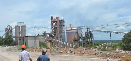 Críticas. La producción en la planta de Vallemí es escasa y aumenta el precio del cemento.