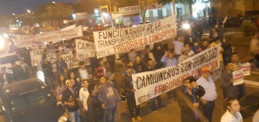 Concepción. Trabajadores de la empresa, camioneros y familiares hicieron 2 protestas esta semana a favor del frigorífico.
