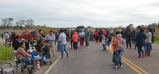 Medida de fuerza. Ayer, los afectados recurrieron a cierres intermitentes de ruta, pero intensificarán la protesta.