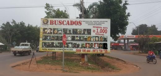 El cartel de unos 6 x 3 metros estaba ubicado en la entrada a la ciudad