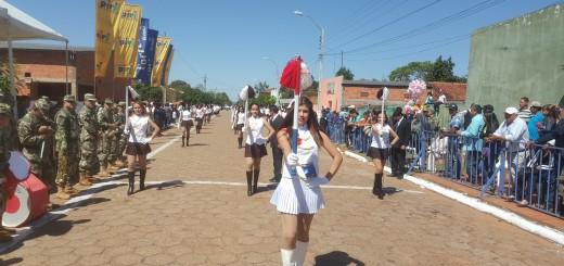 Los estudiantes dieron color al desfile