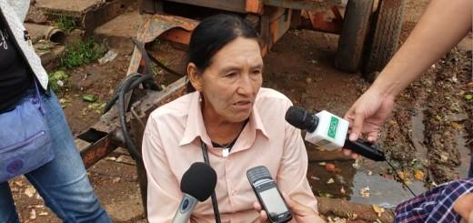 Una de las mujeres desalojadas