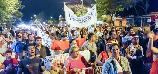 Los manifestantes exigen la renuncia de Alejandro Urbieta