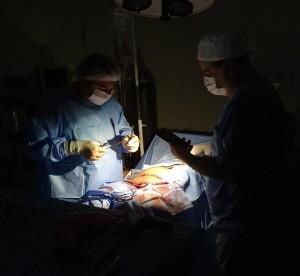 La falta de generador propio en el hospital de Horqueta obliga este tipo de trabajo con riesgo.
