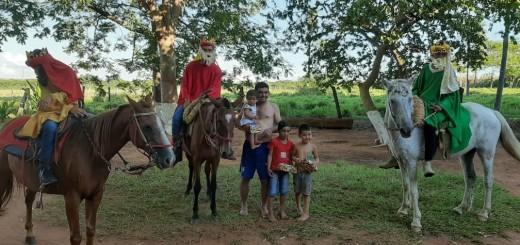 Excelente iniciativa que arrancó la sonrisa de los niños. (Foto Carlos Escobar)