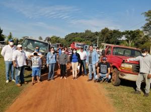 El equipo que trabajo durante varios días para para la entrega de víveres