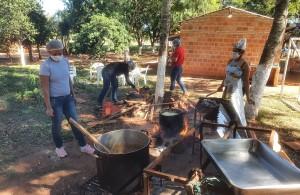 Mujeres de Santa Cecilia preparan los alimentos